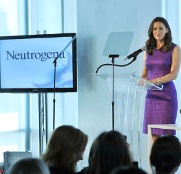 Jennifer-Garner-at-Neutrogena-Sun-Care-Summit