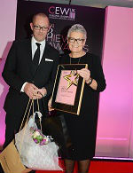 Achiever Elizabeth Fagan (r.) with Unilever's Mark Bleathman