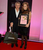 Achiever Julietta Dexter (r.) with John Frieda.